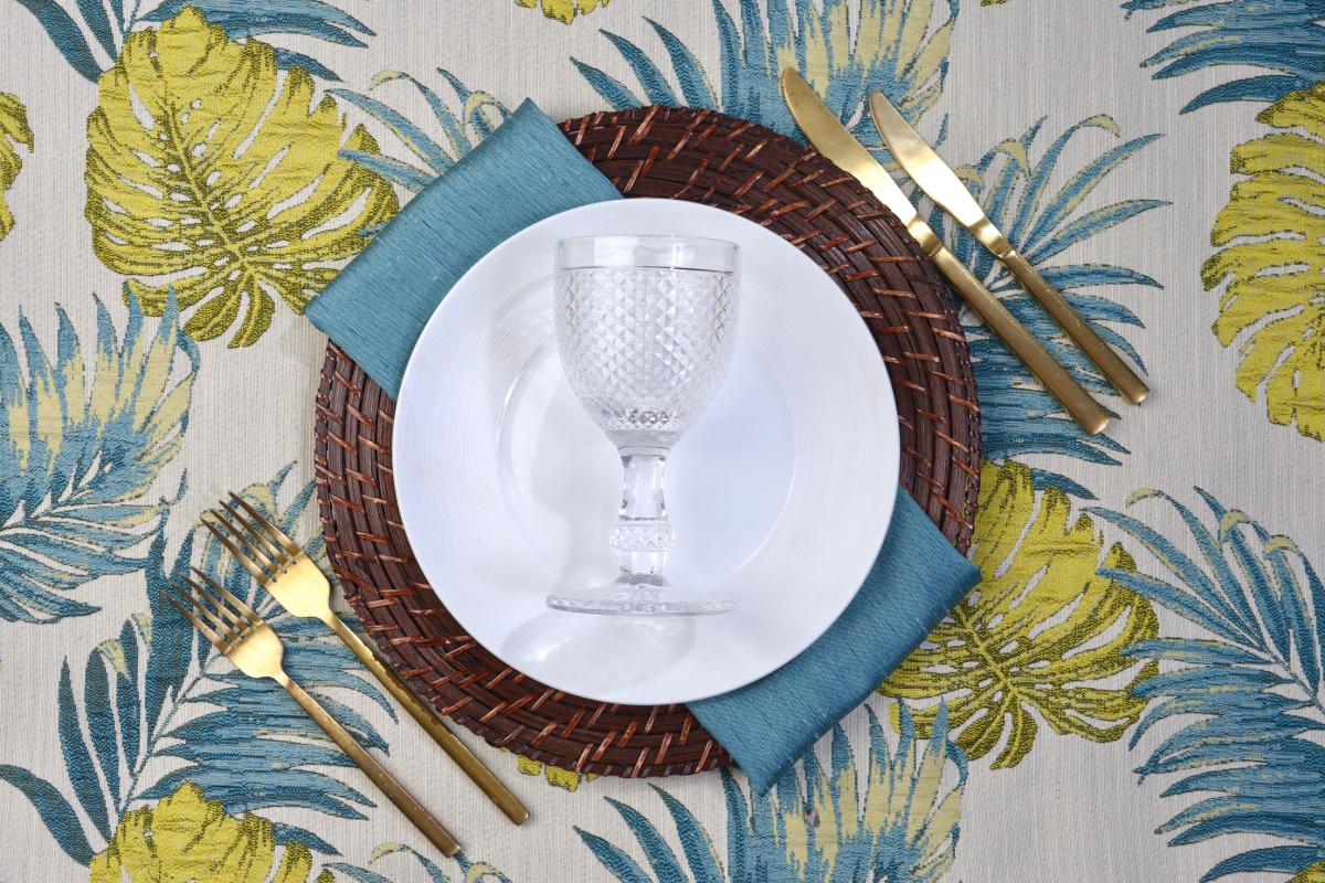 Tahiti Teal Green with Wicker Mahogany Swirl Base Plate and Manhattan Dinner